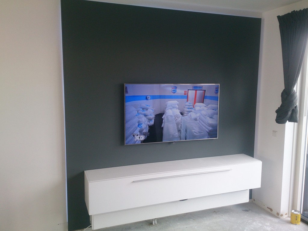 tv wand met led verlichting kluswerk nh. Black Bedroom Furniture Sets. Home Design Ideas